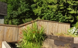 Top of the terrace fence to stain
