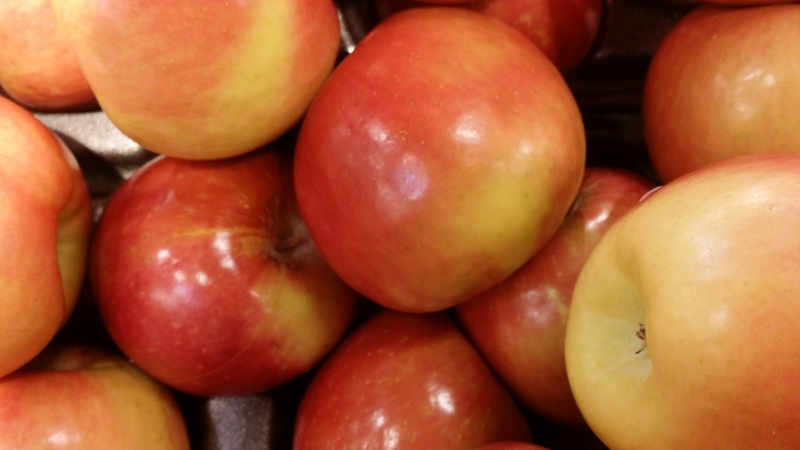 One of my favorite kinds of apples. The Fuji